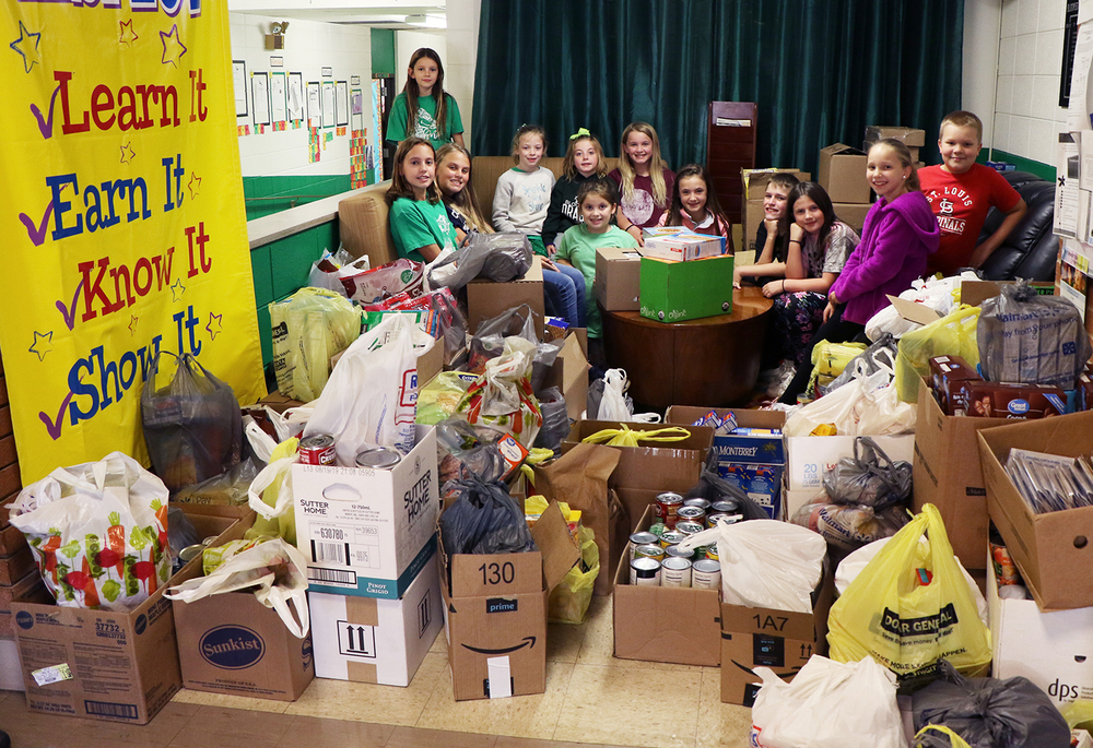 Bloomsdale Elementary Lead Groups Organize Food Drive