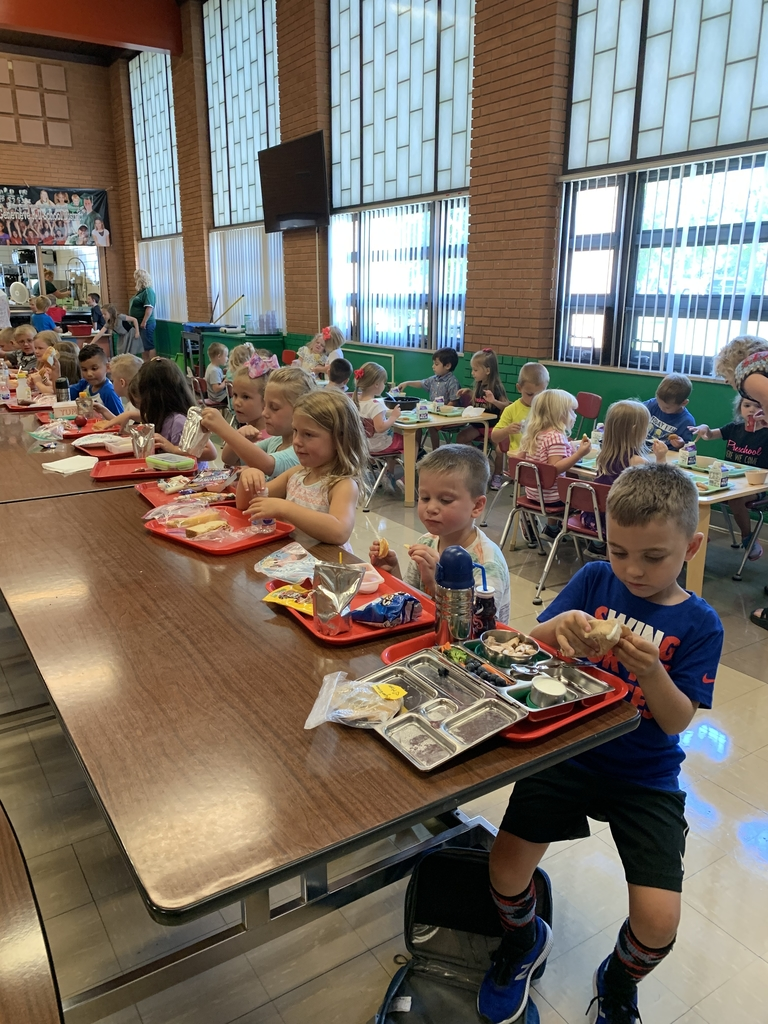 Kindergarten lunch time.
