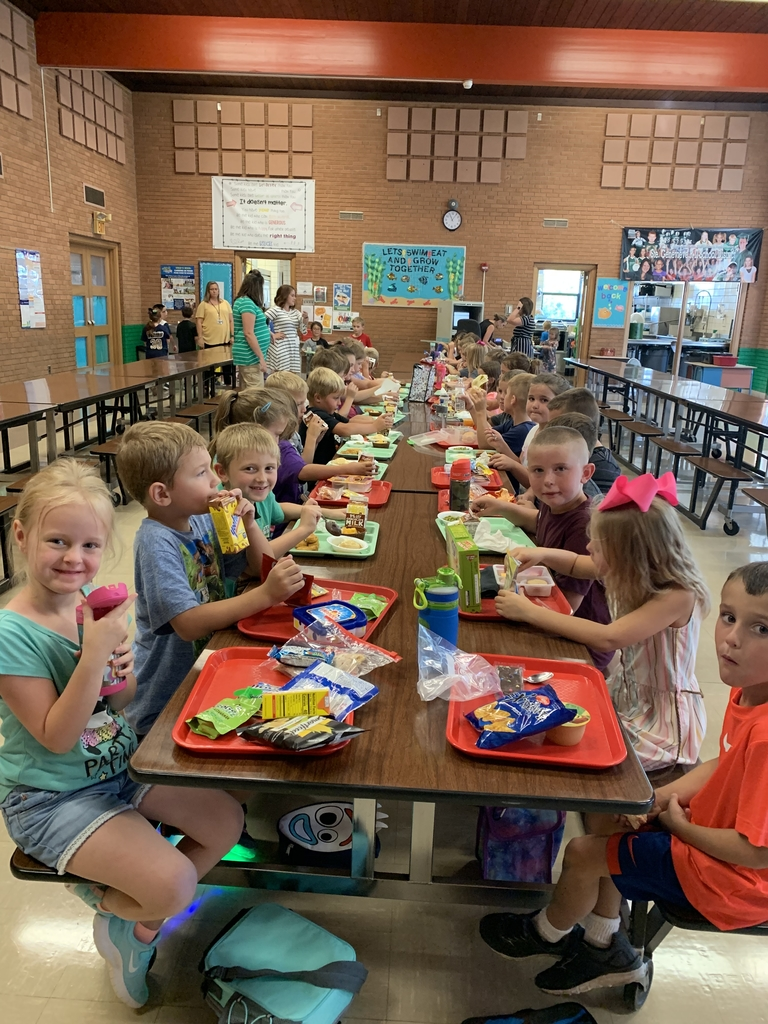 1st grade lunch time.
